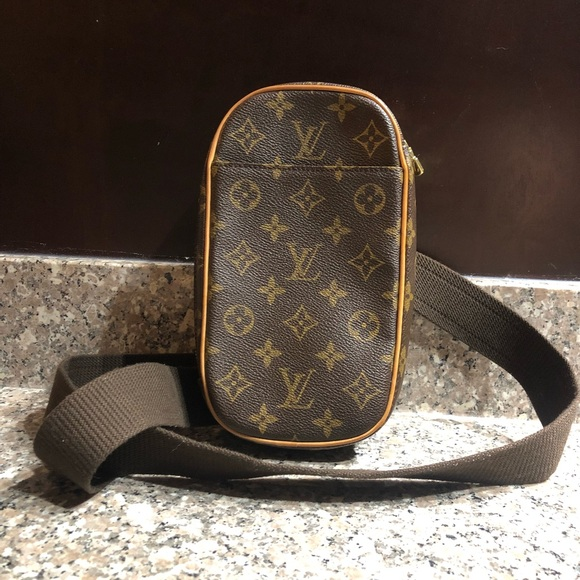 1b153ae20cbb Louis Vuitton Handbags - Louis Vuitton Monogram Pochette Gange Belt Bum Bag